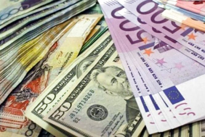 Курс валют на 19 червня: гривню послабили