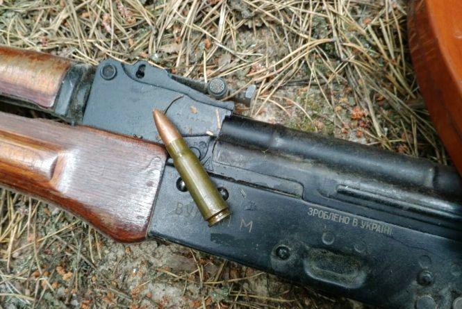 Прикордонники Житомирського загону затримали чоловіка зі зброєю