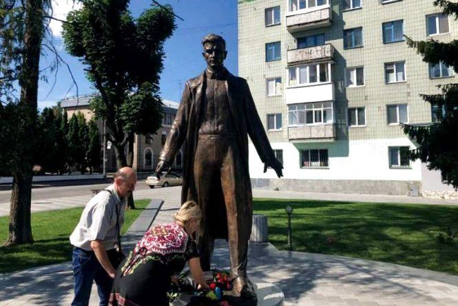 Житомир відзначає день народження видатного земляка Олега Ольжича
