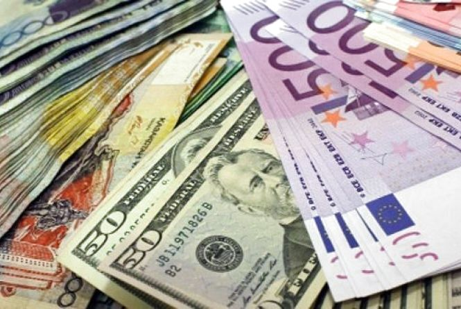Курс валют на 12 липня: гривню незначно послабили