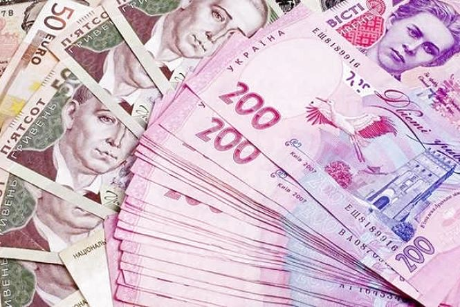 Курс валют на 13 липня: долар незначно зріс, євро подешевшав