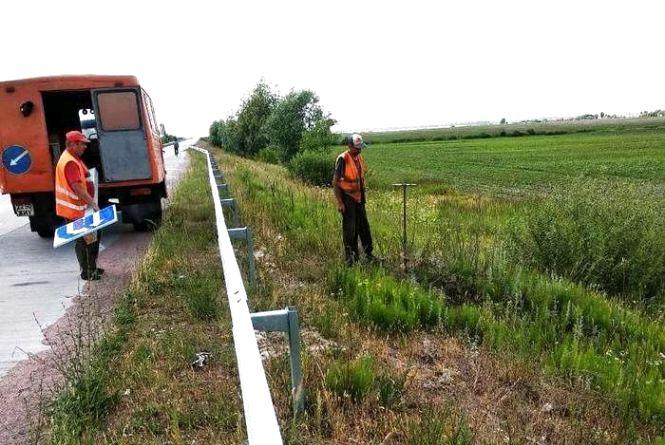 На шляхах державного значення Житомирщини встановлюють дорожні знаки з маркуванням