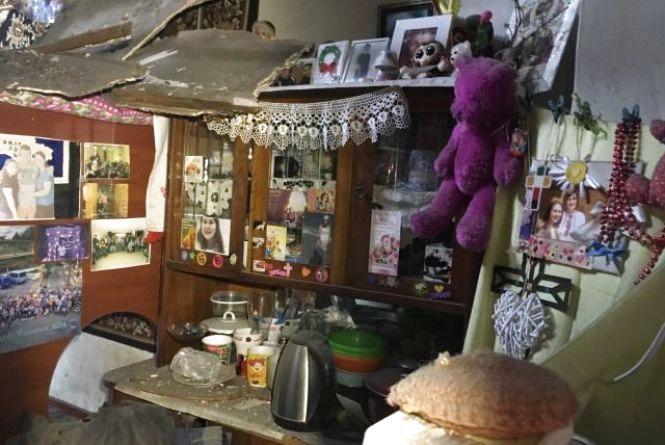 У Житомирі в багатоквартирному будинку обвалилася стеля: мешканців евакуювали