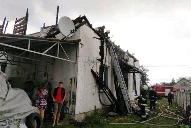 Від блискавки згорів будинок в Іванівці Житомирського району