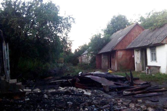 На Житомирщині горіли приватні оселі та господарські споруди