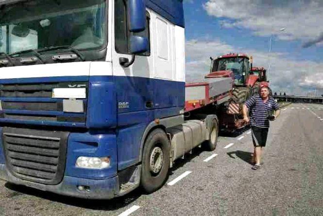 Перевізник сплатить понад 1 тис. євро за перевантажений тракторною технікою автомобіль