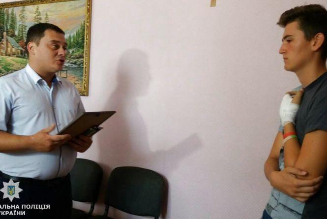 У Коростені поліцейські відзначили 16-річного В'ячеслава Прокопчука за мужній вчинок