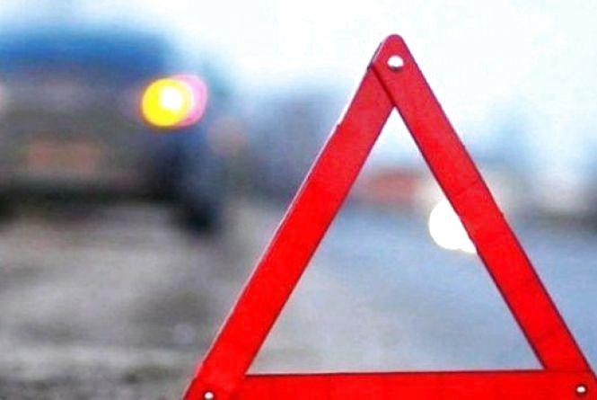 Смертельна ДТП в Овруцькому районі: автівка влетіла в дерево, загинув пасажир