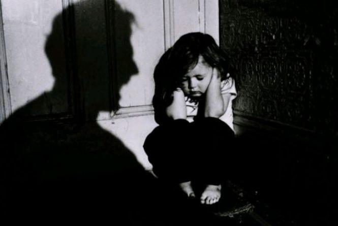 Катюзі по заслузі: за тривале насильство над дітьми 30-річний «батько» відсидить 12 років за гратами