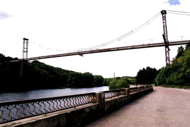 У Житомирі підліток вчинив самогубство, стрибнувши з пішохідного мосту