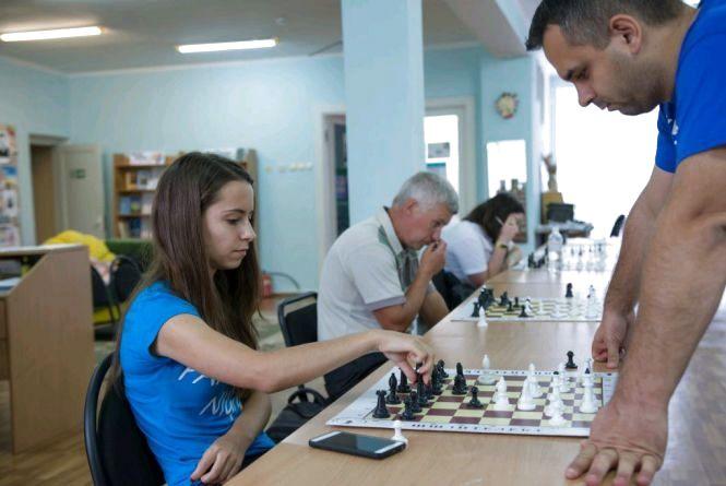 У Житомирі відбувся сеанс одночасної гри у шахи з майстром спорту Ігорем Випханюком