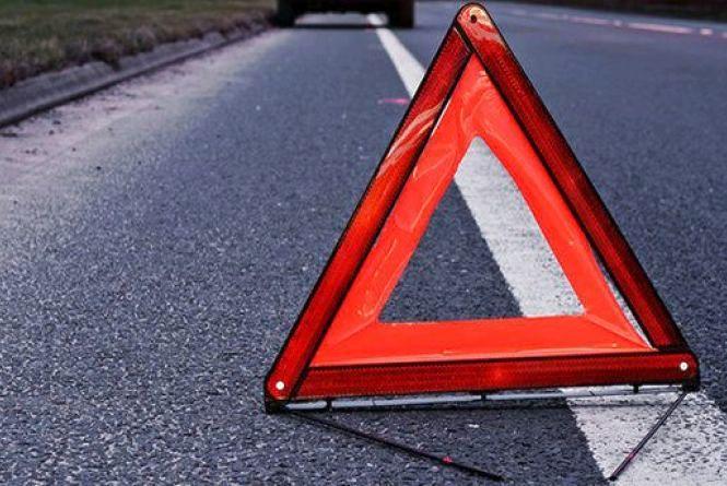 ДТП У Любарському районі: водія з понівеченого авто діставали рятувальники