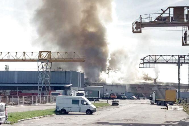 У Житомирі на Комерційній - масштабна пожежа. ФОТО з місця подій