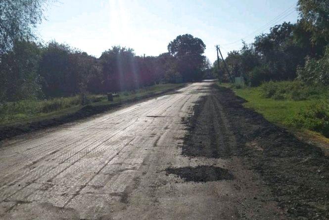 У Брусилівському районі на 3 дорогах ліквідовують ямковість