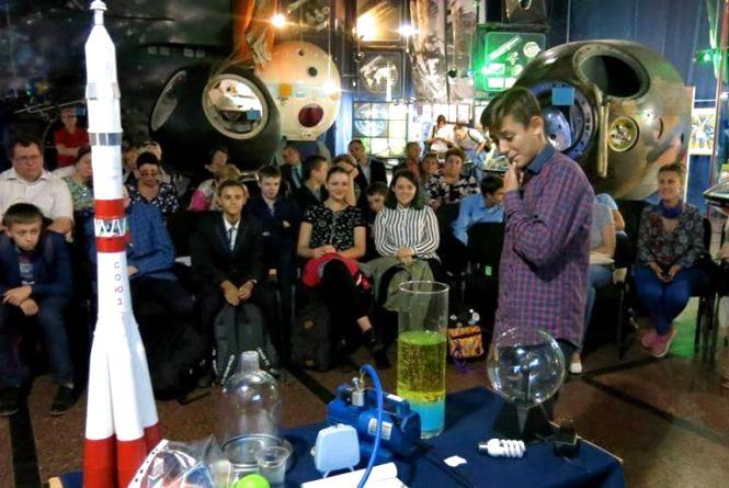 Замість шкільних уроків - інтерактивні уроки в Музеї космонавтики