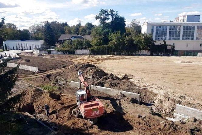 На стадіоні «Полісся» влаштовують підігрів футбольного поля та благоустрій території