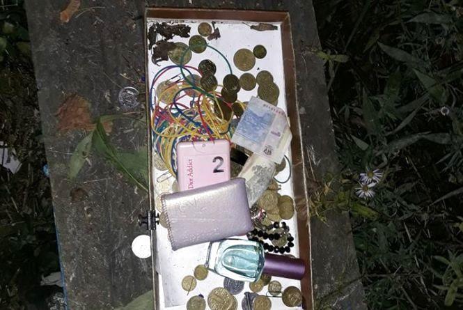 У Житомирі поліція охорони затримала чоловіка, який відкрито викрав людські пожертви з церкви