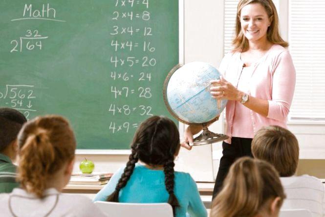 За три роки зарплати вчителів зростуть майже на 85%