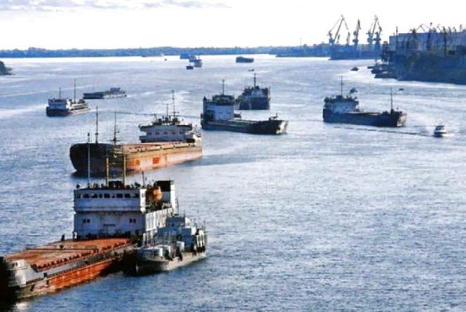Ціни на пальне в Україні можуть стабілізуватися завдяки транспортуванню водним транспортом