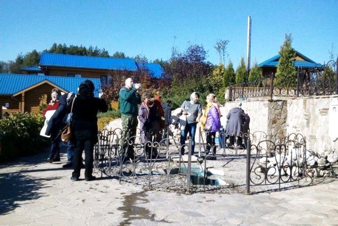 Екскурсії для людей з вадами зору проводять на Житомирщині