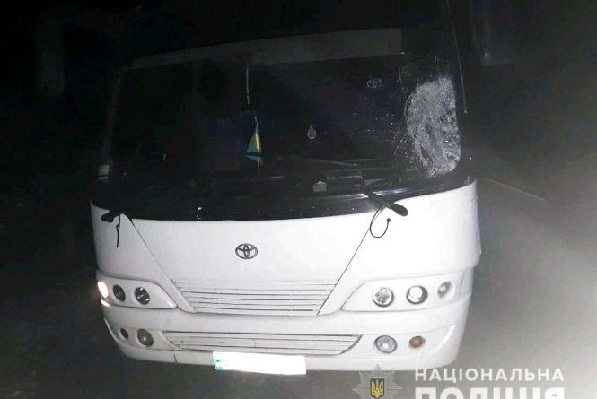 У Житомирському районі під колесами двох автівок загинув пішохід