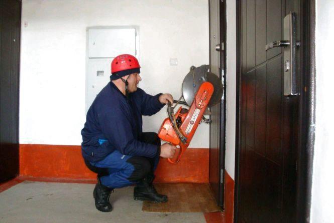 У Житомирі для звільнення малечі із замкнених квартир довелося кликати рятувальників