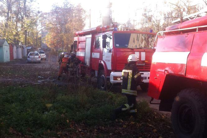 У Житомирі сталися дві пожежі: горіла автівка і гараж