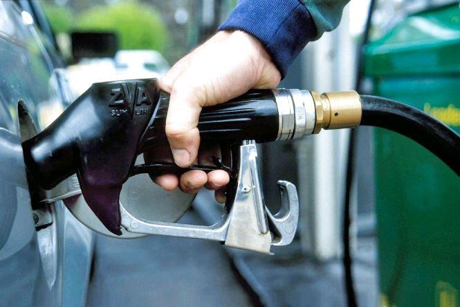 """""""Горюче"""" питання: чому нафта в світі дешевшає, а бензин та дизель в Україні ні?"""