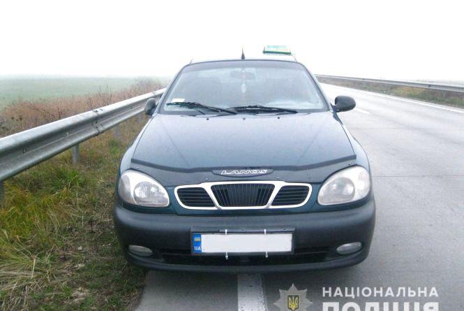 На автодорозі Київ-Ковель молодики здійснили розбійний напад на таксиста