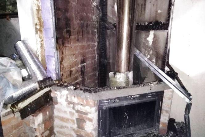 За добу рятувальники ліквідували чотири пожежі у житлових будівлях