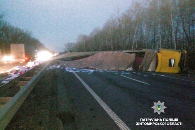 ДТП на автодорозі «Київ — Чоп», рух в напрямку Житомира ускладнено