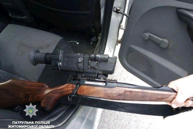 В автівці порушника ПДР виявили карабін з оптичним прицілом