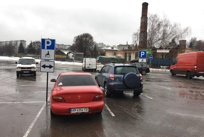 Житомирські водії  паркуються на місцях для інвалідів. Фотофакт