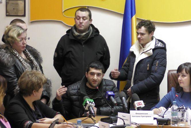 На виконкомі розлючені жителі району Паперової фабрики вимагали звільнення Дмитра Ткачука