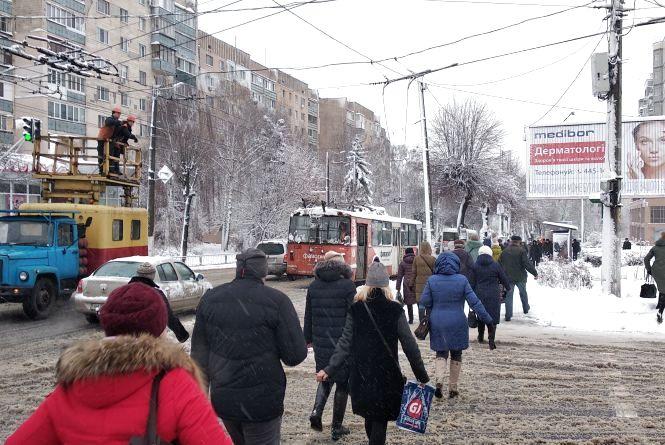 На вулиці Перемоги зупинилися тролейбуси. ФОТО