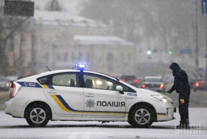 На Великій Бердичівській виявили тіло 28-річного чоловіка, поліція просить відгукнутися свідків можливого ДТП