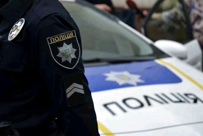 У Житомирі на вул. Покровській патрульні затримали авто з грабіжниками