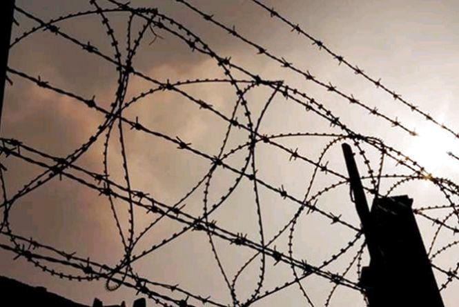 Жінку, яка залучила неповнолітнього до передачі наркотиків у колонію, засуджено до 6 років позбавлення волі