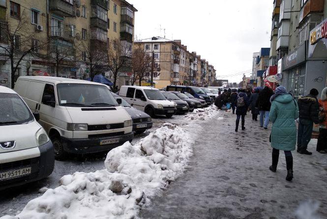 Житомиряни закликають владу посилити контроль за прибиранням тротуарів
