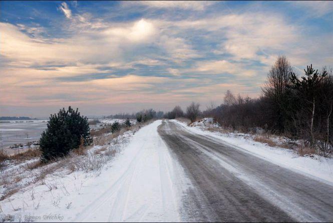 У святкові дні проїзд державними шляхами Житомирщини забезпечували більше 70-ти одиниць дорожної техніки
