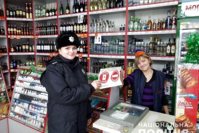 Продаж дітям алкоголю, неналежне виховання та інше: поліцейські Житомирщини викрили півсотні правопорушень відносно дітей