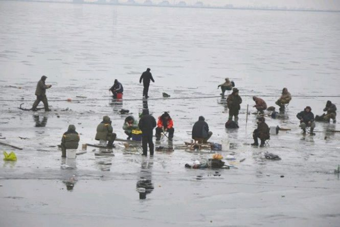 Бердичівські рятувальники пояснили, як правильно поводитися на кризі