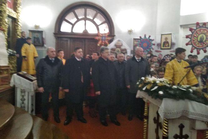 У Свято-Михайлівському кафедральному соборі розпочався подячний молебень за участю Президента Порошенка і  Патріарха Філарета