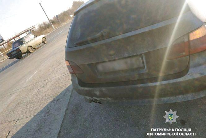 Патрульні на Житомирщині зупинили авто, яке перебувало в розшуку