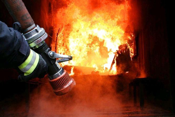 За добу коростенські рятувальники ліквідували дві пожежі на території міста, обійшлося без жертв