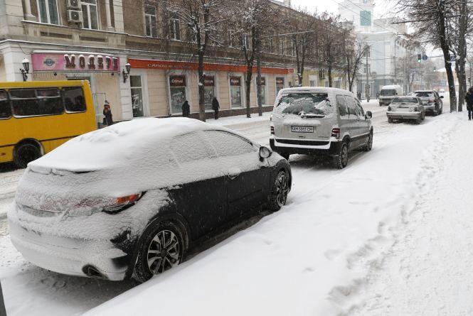 У Житомирі будуть евакуювати припарковані машини, які заважають прибиранню снігу
