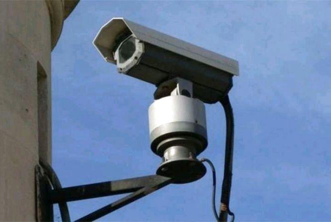 Уночі троє молодиків викрали камеру спостереження на Крошні