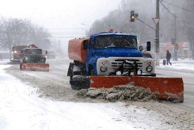 На дорогах Житомирщини працює 62 одиниці снігоприбиральної техніки