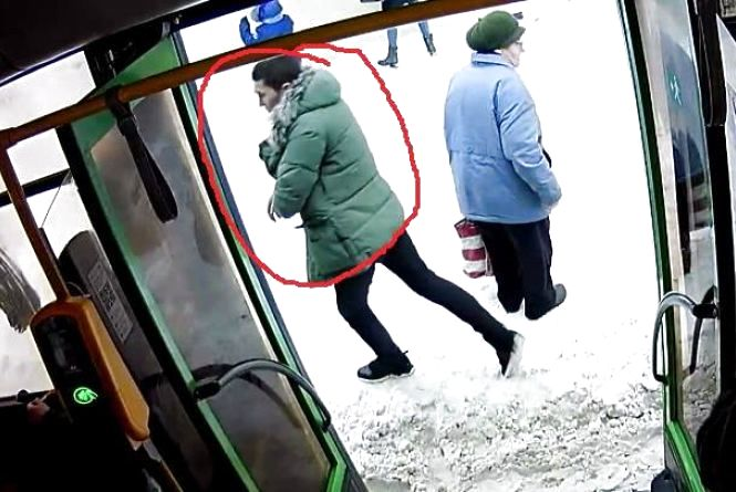 У комунальному автобусі Житомира знову поцупили вогнегасник