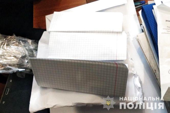 Нарізаний папір замість грошей: у Ружинському районі шахрайка «обміняла» пенсіонеру 11 тисяч гривень